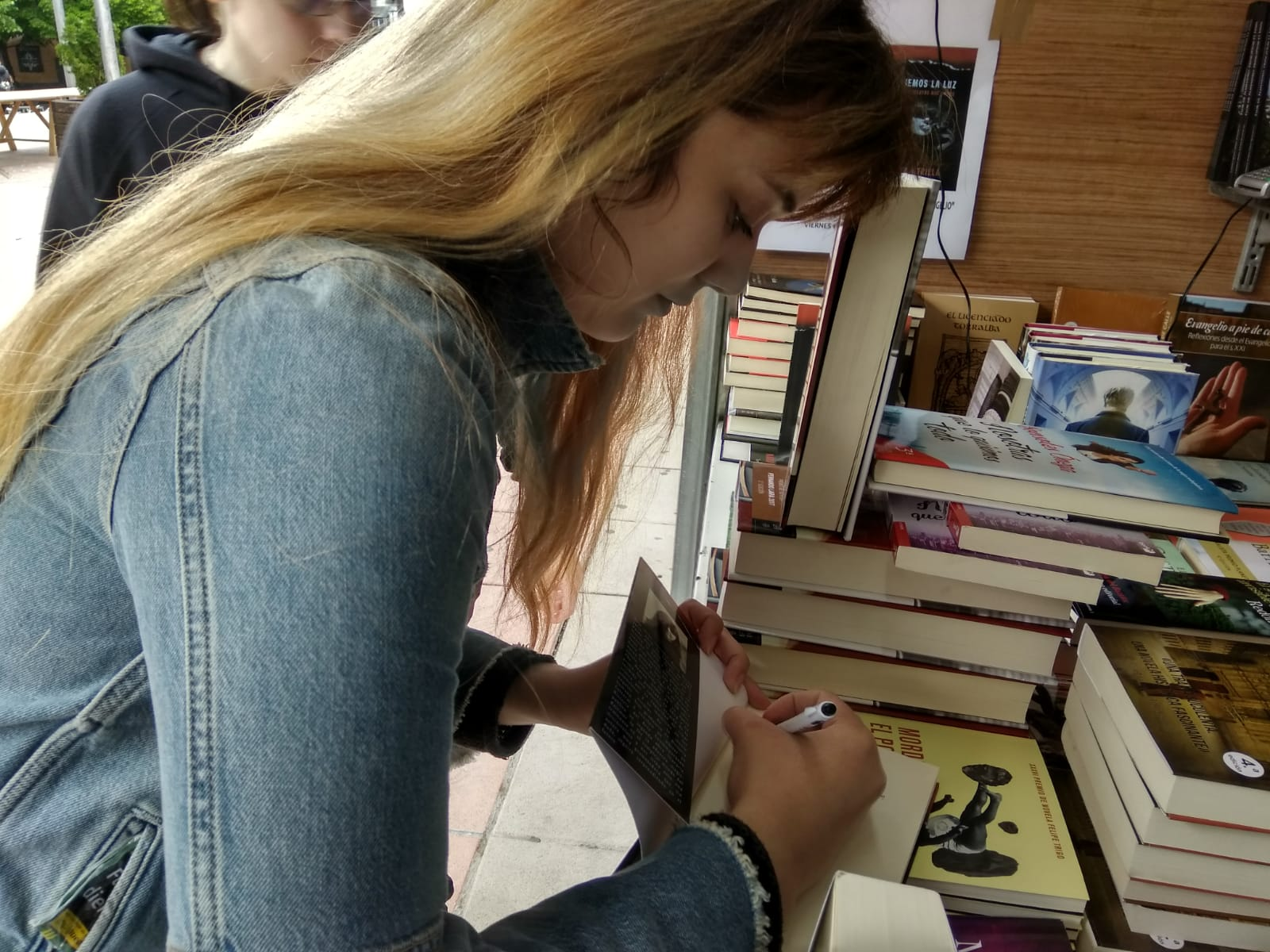 Publicar-un-libro-editar-Madrid-Barcelona-cataluña-españa-català-Andalucia-coedicion-autoedicion-bajemos-la-luz-maria-utrilla-feria-libro-cuenca